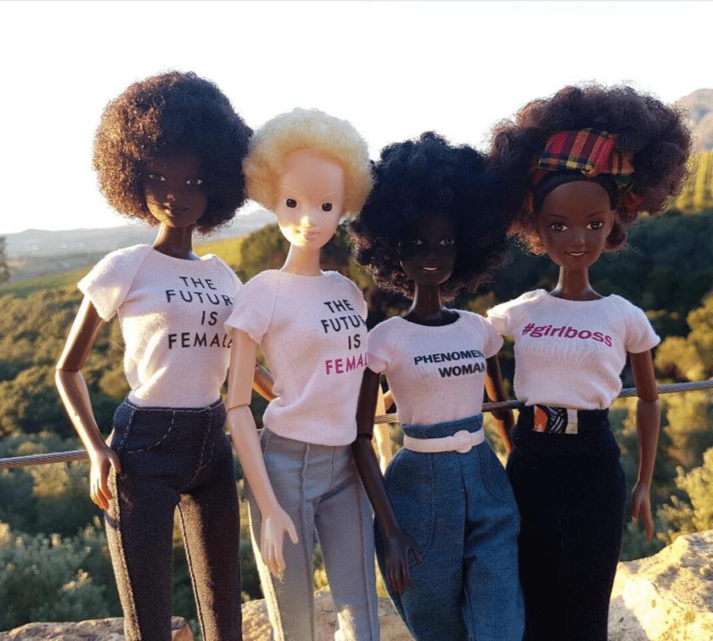 Poupées noires et albinos créées par Malaville Dolls.